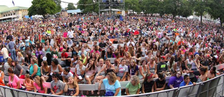 chevy-court-crowd